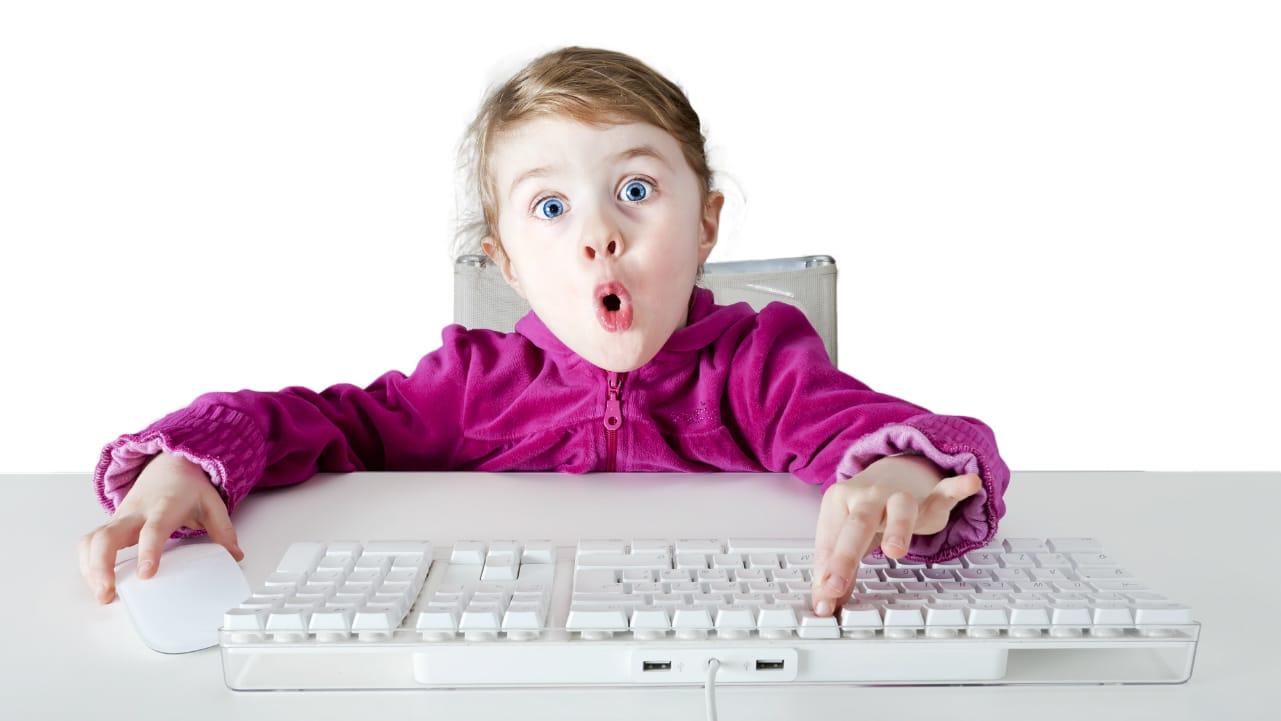 bambina tastiera 1280