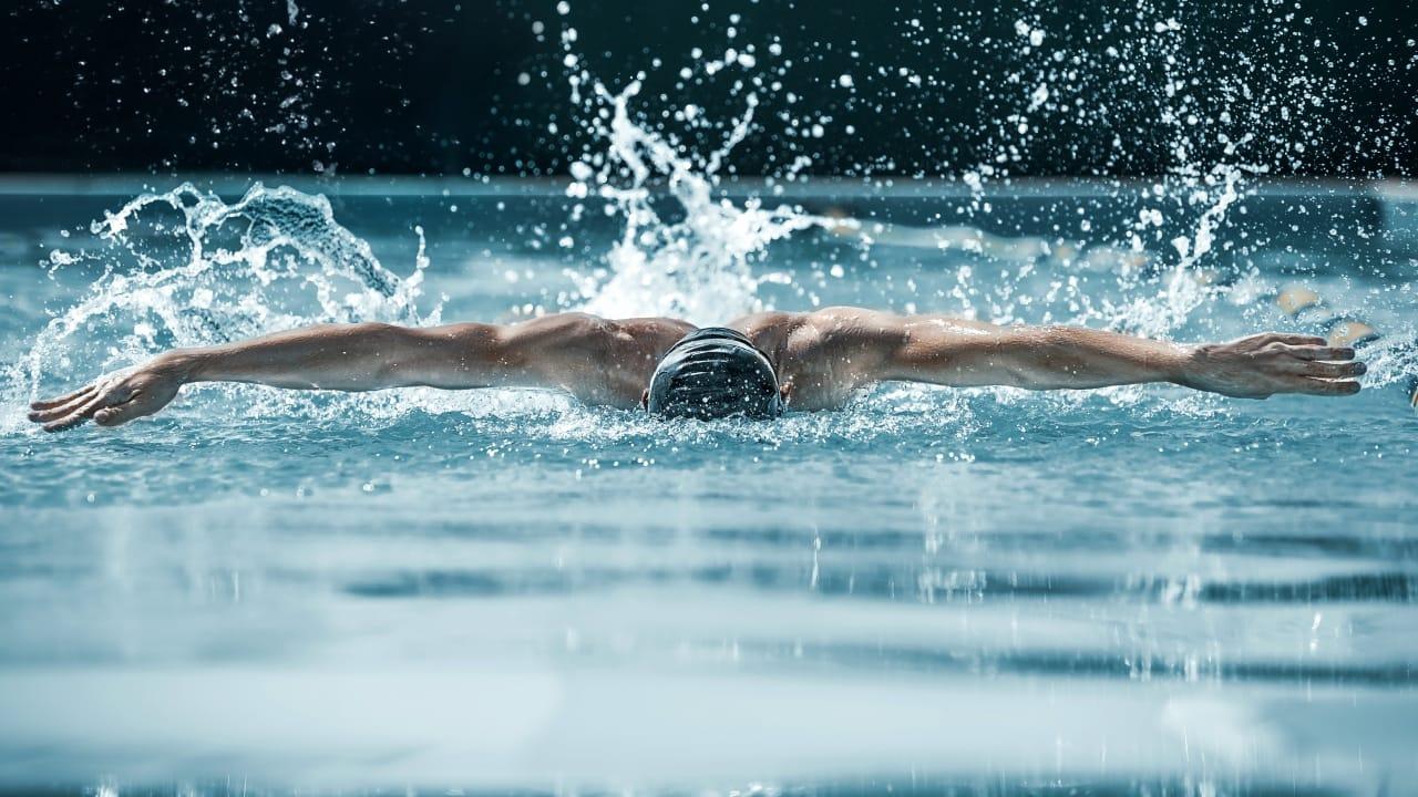 nuotatore uomo 1280